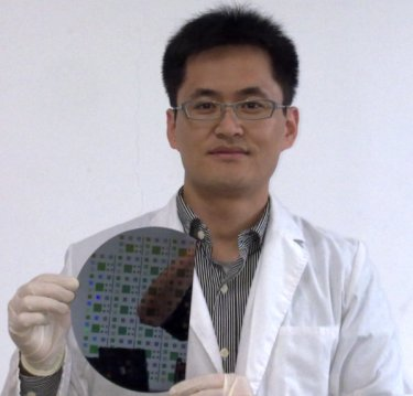 Dr Li and his nanostructured solar cells.