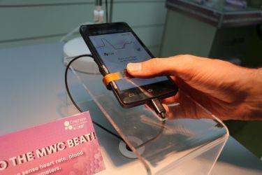 Flexible graphene-based pulse monitor