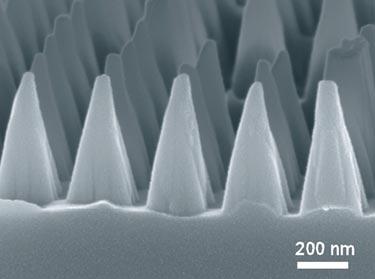 Anti-reflective nanoscale patterning