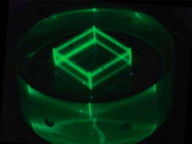 Nanocrystals glow green: 3D image in silicone
