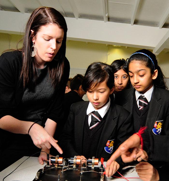 Cash hand-out to boost physics teachers - physicsworld.com