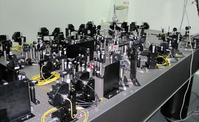 Photo of optical equipment used to create an eight-photon Schrödinger's cat state
