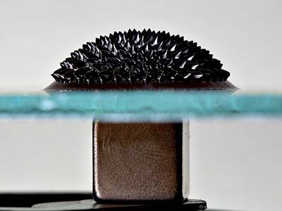 Spiky surface ferrofluid due to a magnetic field