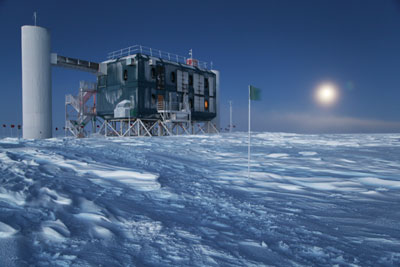 Photograph of the surface facilities of the IceCube Neutrino Observatory