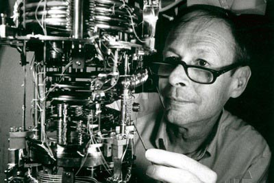 Photograph of Robert Richardson in his lab