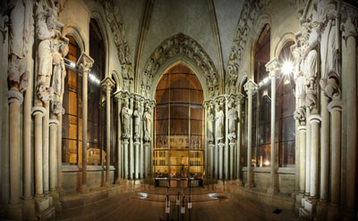 Photograph of the interior of Lausanne Cathedral showing the echolocation system